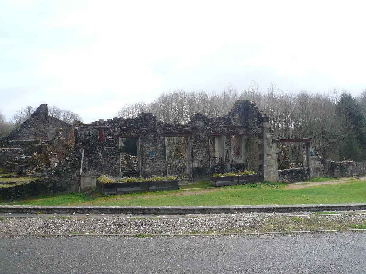 Sortie classe de 1ère S Lycée de Fouesnant à Chasseneuil sur Bonnieure (16) et Village martyr Oradour/Glane (87) 5811