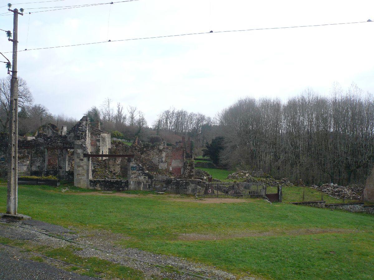 Sortie classe de 1ère S Lycée de Fouesnant à Chasseneuil sur Bonnieure (16) et Village martyr Oradour/Glane (87) 5910