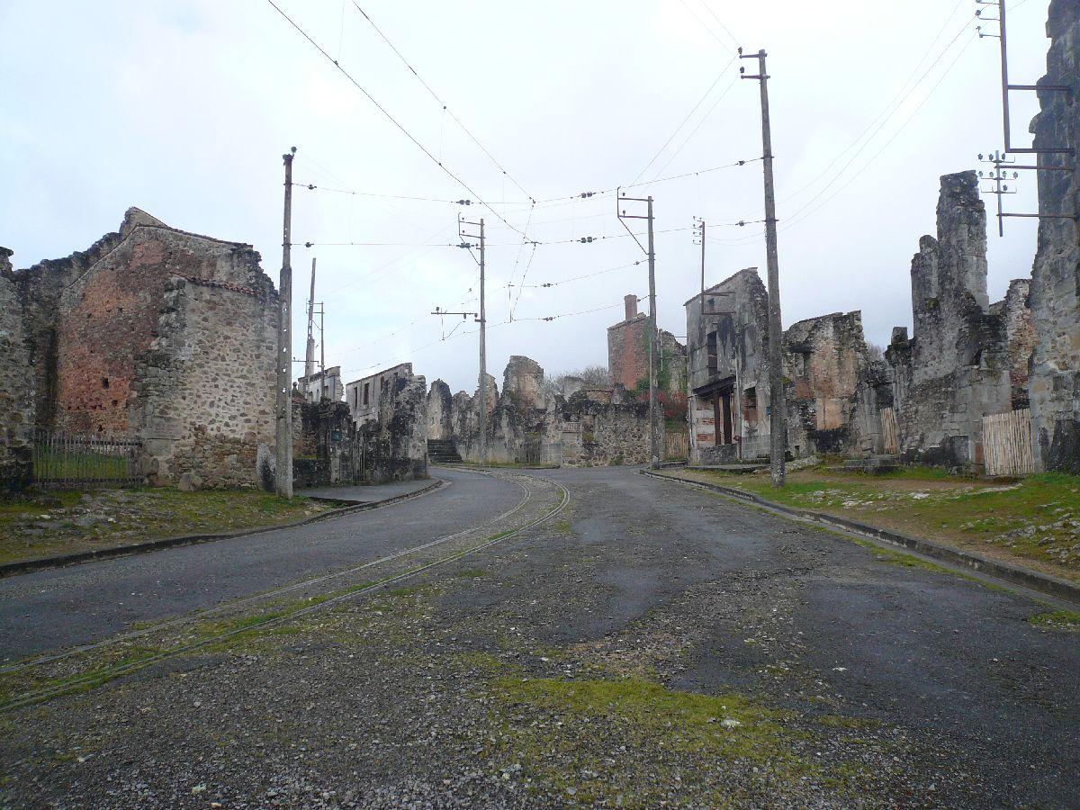 Sortie classe de 1ère S Lycée de Fouesnant à Chasseneuil sur Bonnieure (16) et Village martyr Oradour/Glane (87) 6010