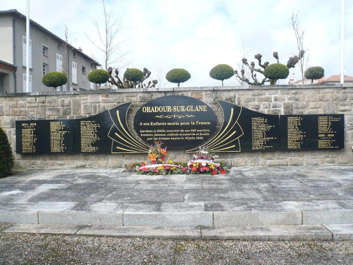 Sortie classe de 1ère S Lycée de Fouesnant à Chasseneuil sur Bonnieure (16) et Village martyr Oradour/Glane (87) 6410