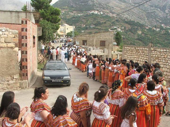 """la marche des femmes kabyle """"Nous sommes amazighs ..........."""" 10162111"""