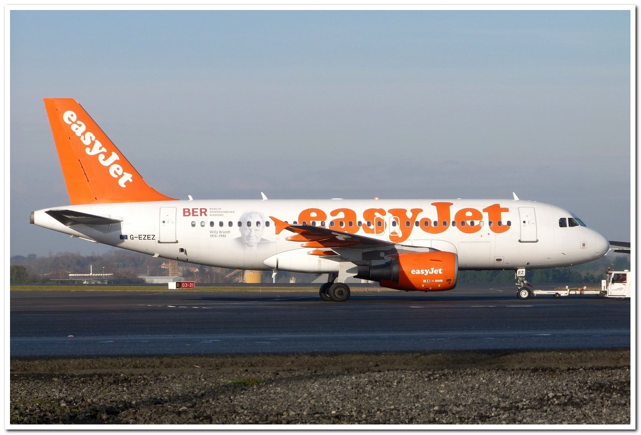[16/12/2013] Airbus A319 (G-EZEZ) Willy Brandt c/s A319_g10