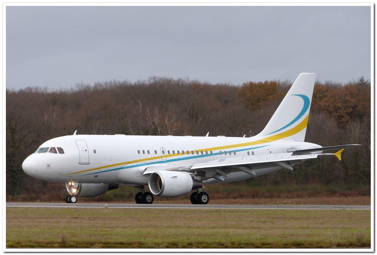 [21/12/2013] A319CJ (9H-AVK) Comlux    P1100910