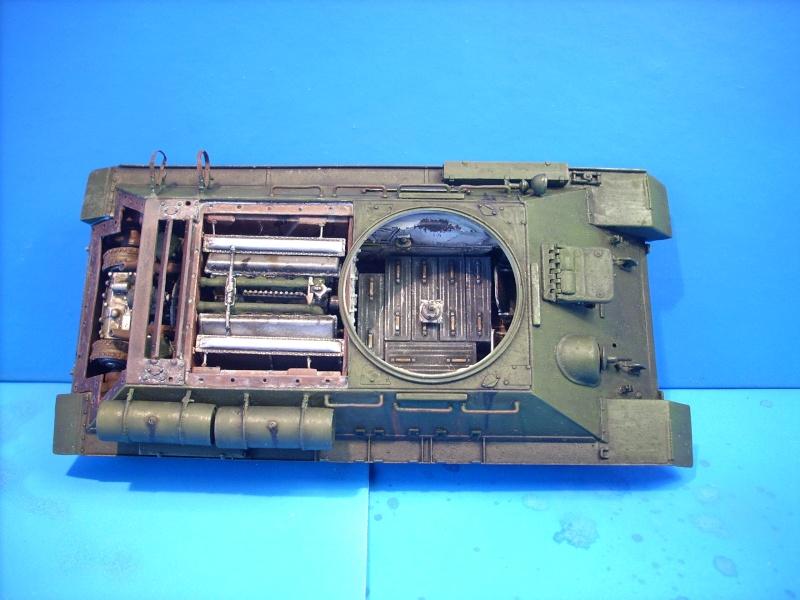 T 34/85 Hobby Boss 1/48eme - Page 2 Dscn1410