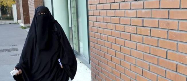 Selon un rapport il faut autoriser le voile en toutes circonstances ... Niqab-10