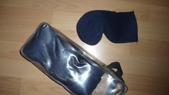 Mors, bandes de polo, hackamore, couvre-reins... P1090111