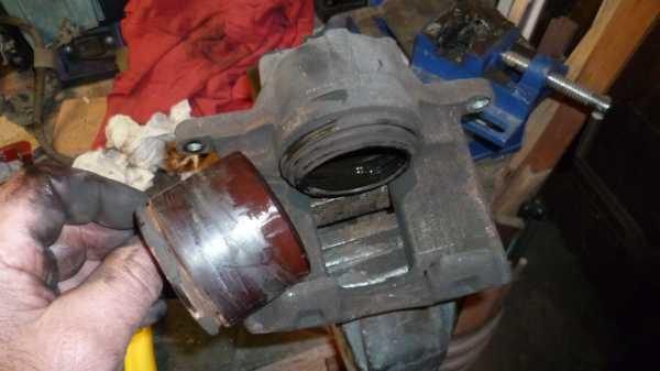 TUTO Échange kit piston sur étrier avant 1111