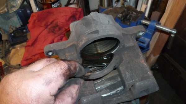 TUTO Échange kit piston sur étrier avant 1211