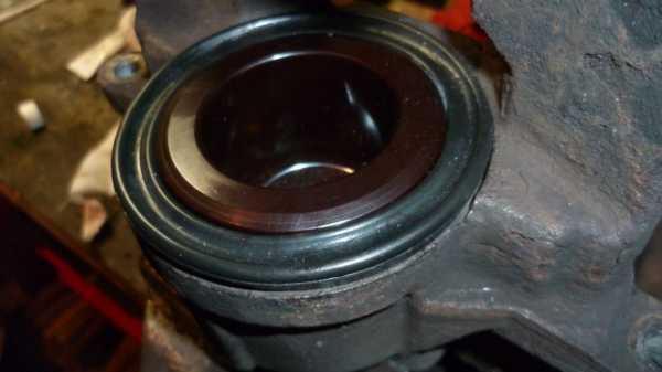 TUTO Échange kit piston sur étrier avant 2010