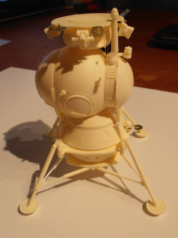 Un nouveau module lunaire sovietique -LK- au 1/48 chez fantastic-plastic Smlk111