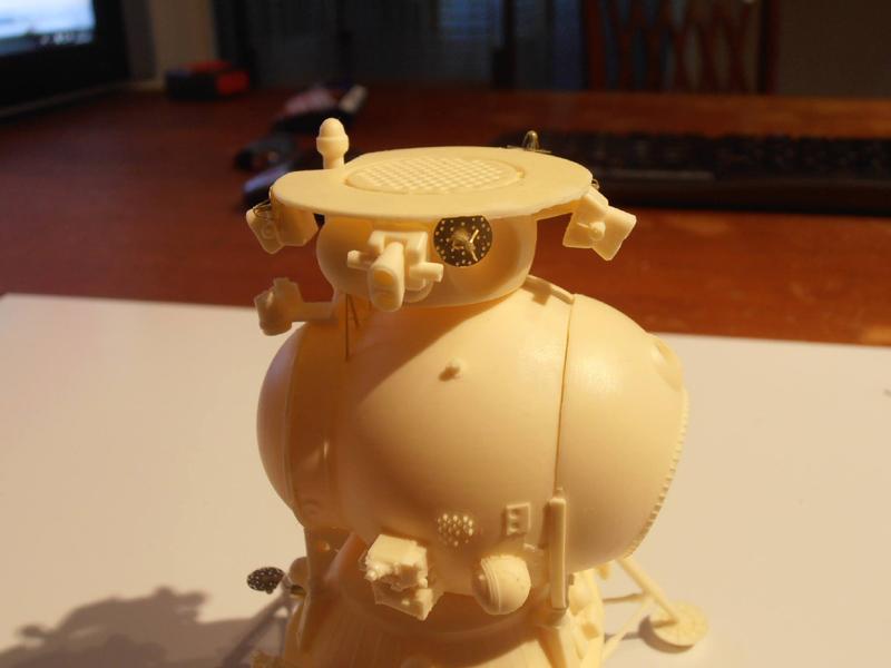 Un nouveau module lunaire sovietique -LK- au 1/48 chez fantastic-plastic Smlk311