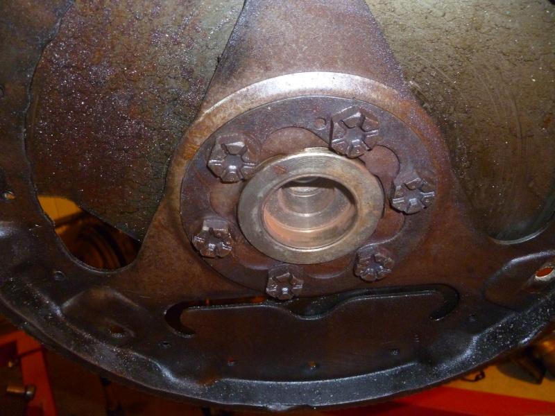 Volant moteur V8 AMC 360 P1030243