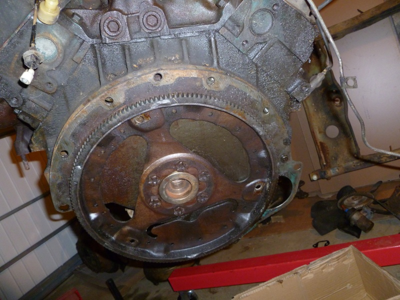 Volant moteur V8 AMC 360 P1030244