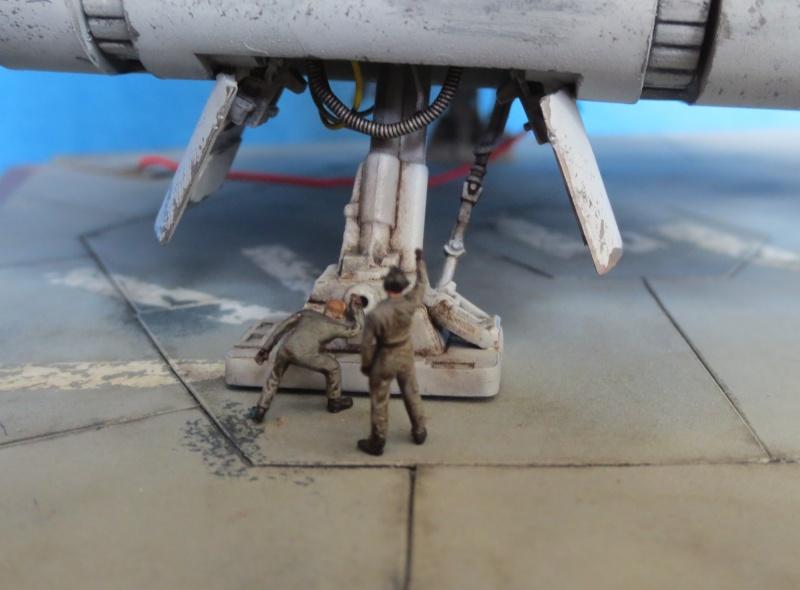 STAR WARS : Plateforme d'atterrissage pour Navette Lambda - Page 3 510