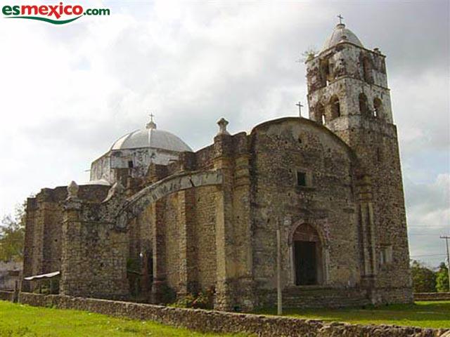 Sótanos en el templo de Santiago Apóstol, Temapache. 01-mex10