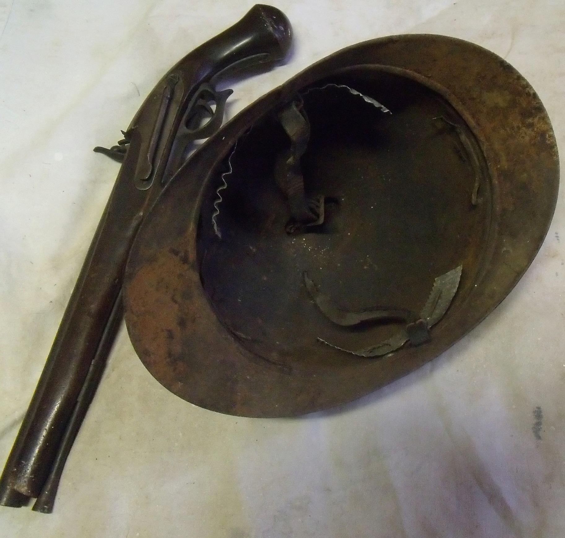 ariege : casque adrian troupes d'Afrique - pistolet à silex copie 00233