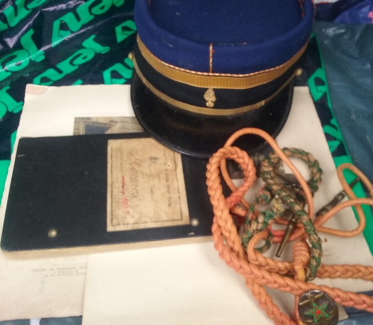 09/31: lot képi gendarme papiers datés 1904 - fourragère avec insignes  20190911