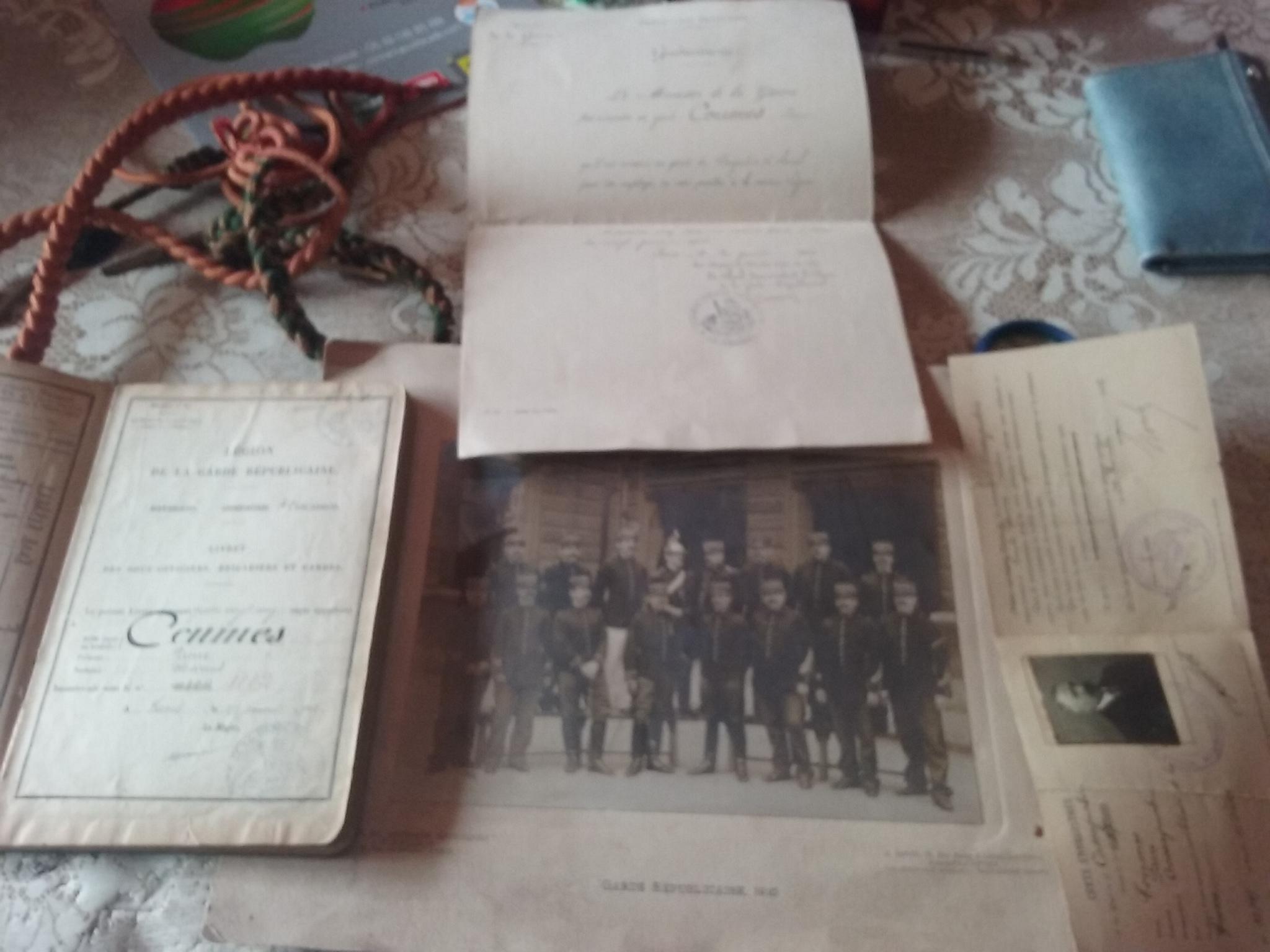 09/31: lot képi gendarme papiers datés 1904 - fourragère avec insignes  20190912