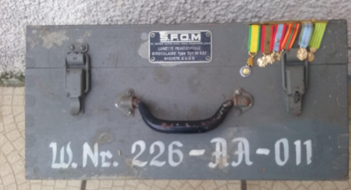 ttrouvaille / caisse d'optique SFOM barrette de decos  20200110