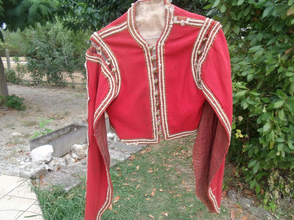 bolero rouge de tenue inconnu Dscf7111