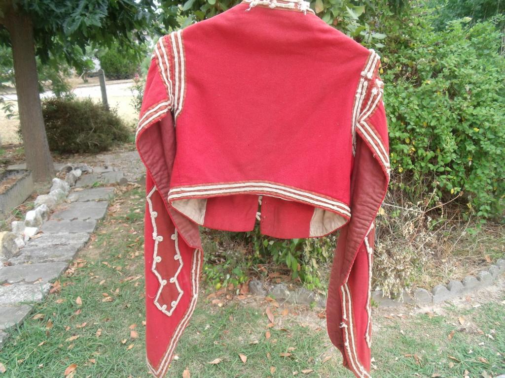 bolero rouge de tenue inconnu Dscf7112