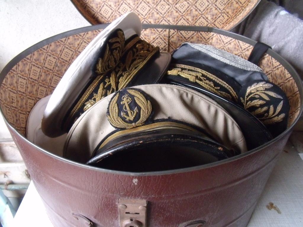 trouvailles  - 2 casquettes corps prefectoral + 2 casquettes officier Marine Dscf7232