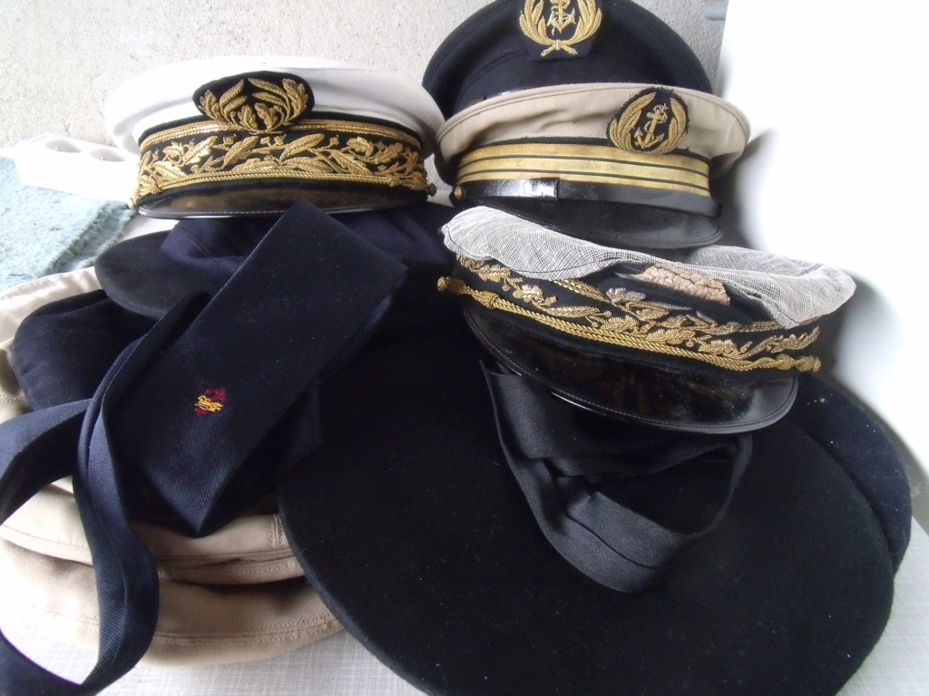 trouvailles  - 2 casquettes corps prefectoral + 2 casquettes officier Marine Dscf7233