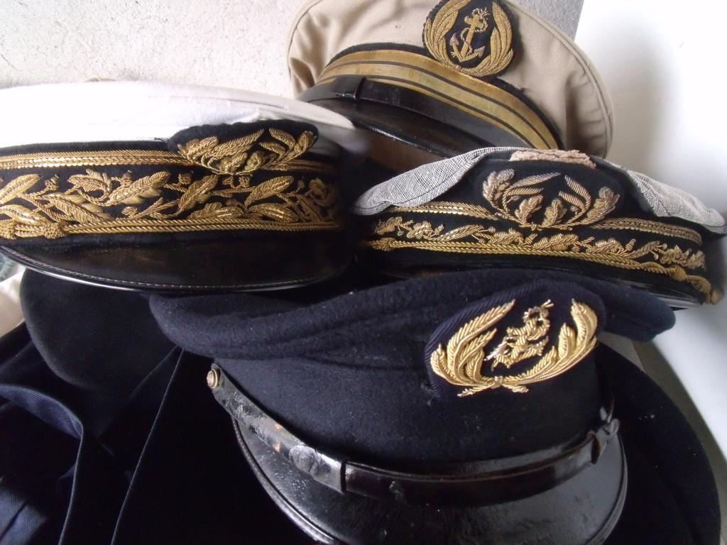 trouvailles  - 2 casquettes corps prefectoral + 2 casquettes officier Marine Dscf7234