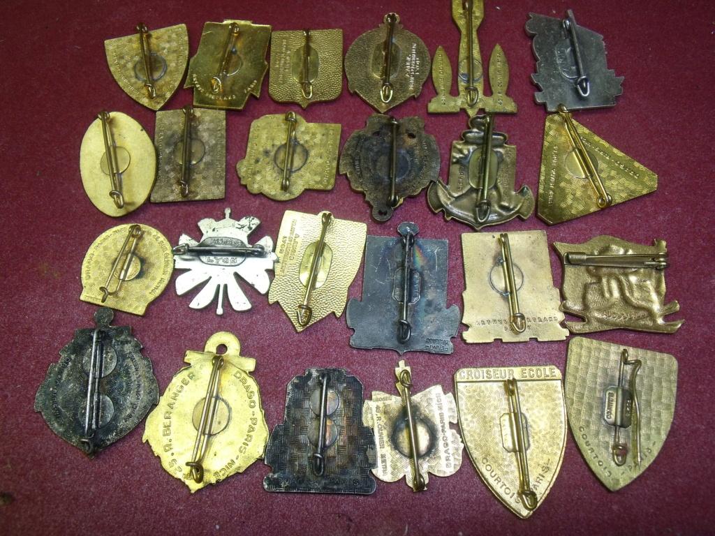 lot de 24 insignes Marine post ww2 Dscf7321