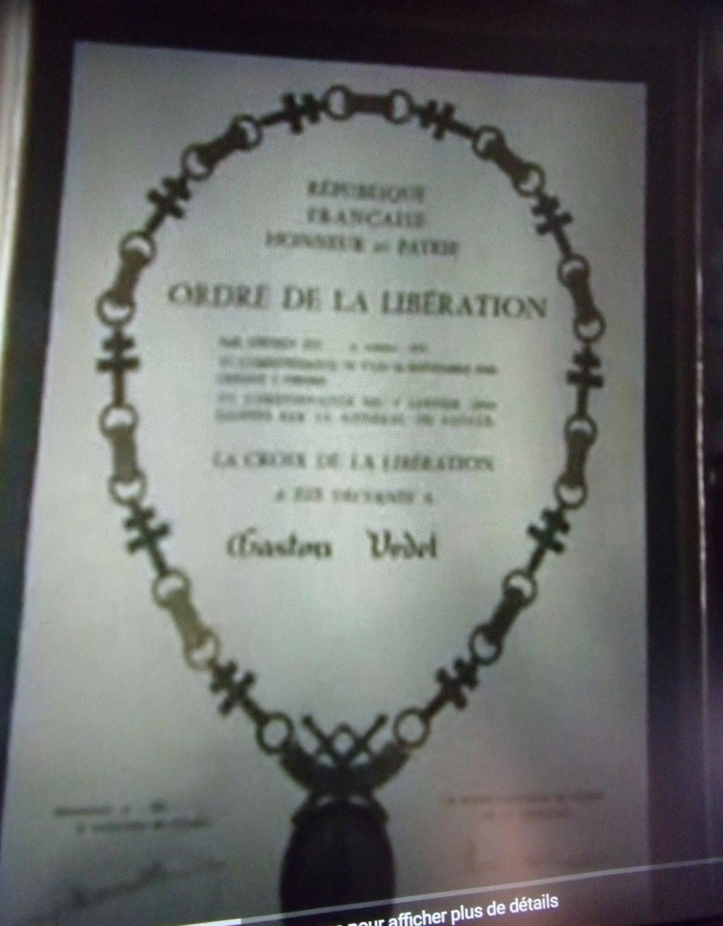 """livre """" le pilote oubli """" dédicacée Gaston VEDEL compagnon de la libération   Dscf7717"""