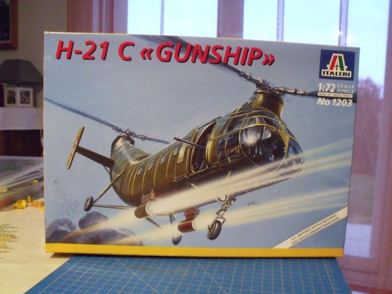 """H 21 """"Gunship"""" au 1/72 de chez italeri Dscf7226"""