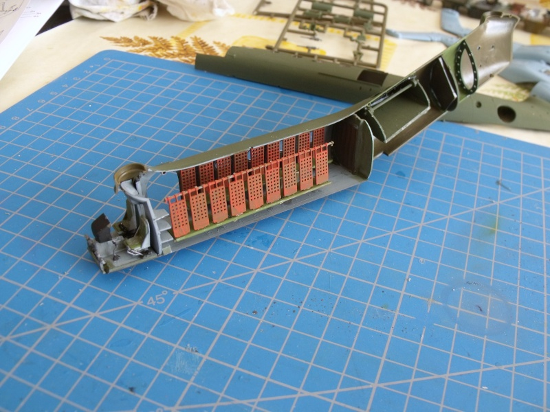"""H 21 """"Gunship"""" au 1/72 de chez italeri Dscf7232"""