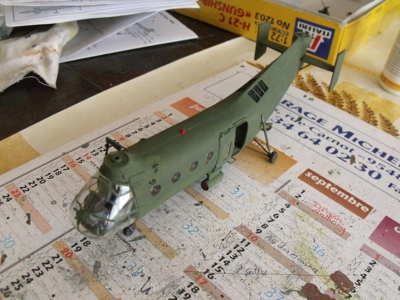 """H 21 """"Gunship"""" au 1/72 de chez italeri Dscf7236"""