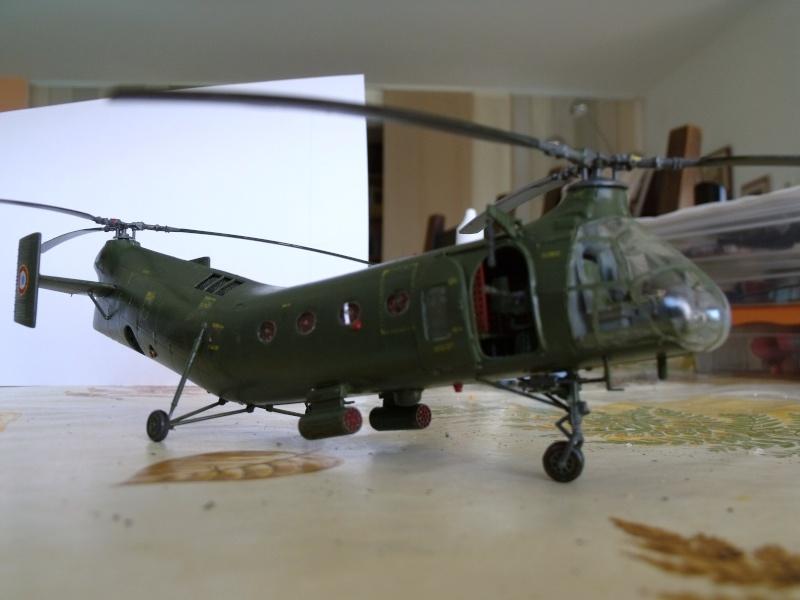 """H 21 """"Gunship"""" au 1/72 de chez italeri Dscf7240"""