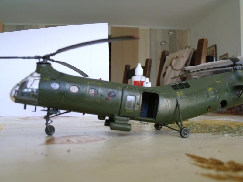"""H 21 """"Gunship"""" au 1/72 de chez italeri Dscf7241"""