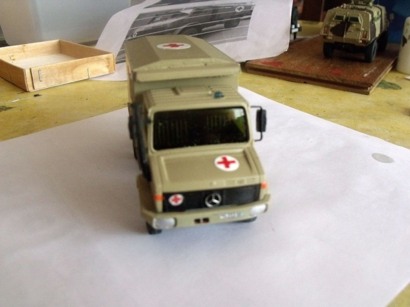Unimog Ambulance solido en scratch Unimog19