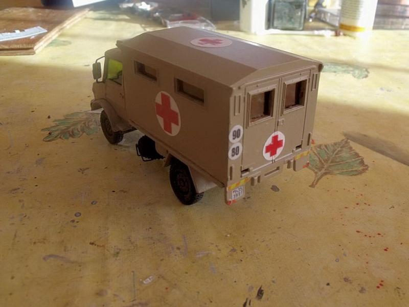 Unimog Ambulance solido en scratch Unimog21
