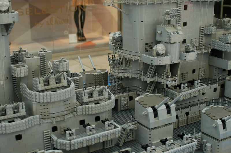 navires reproduits en lego - Page 2 13903215