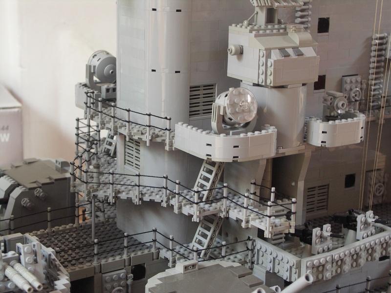 navires reproduits en lego - Page 2 13903230