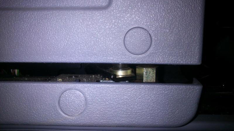 démontage siège passager Vito MP (2003) Dsc_0010