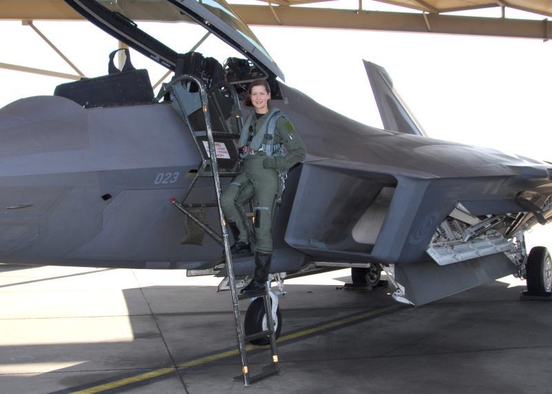 F-22 Raptor - Page 2 08070110