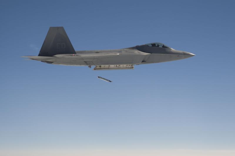 F-22 Raptor - Page 2 08071110