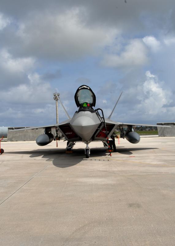F-22 Raptor - Page 2 08072015