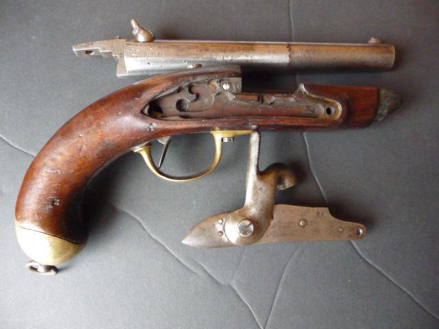 Pistolet de cavalerie Mle 1822 Tbis! P1060334