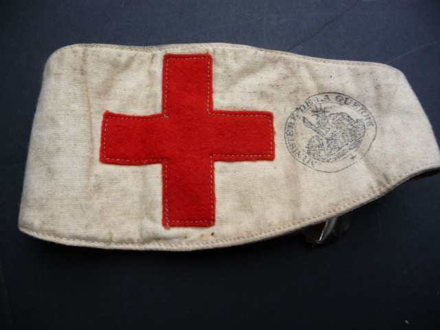 Dater un brassard croix rouge???? P1060416