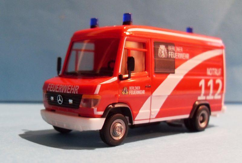 John - Meine BLAULICHTSAMMLUNG / MB Vario Kasten Berliner Feuerwehr 1:87 Sdc14312