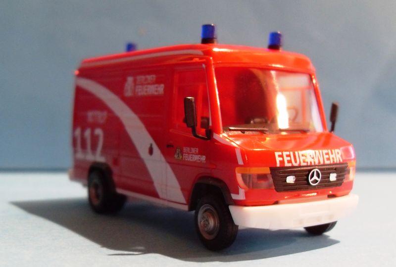 John - Meine BLAULICHTSAMMLUNG / MB Vario Kasten Berliner Feuerwehr 1:87 Sdc14313