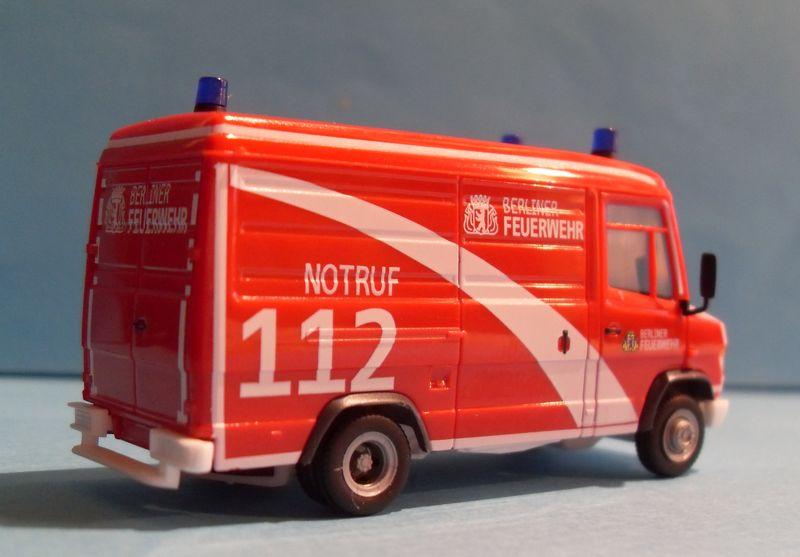 John - Meine BLAULICHTSAMMLUNG / MB Vario Kasten Berliner Feuerwehr 1:87 Sdc14314