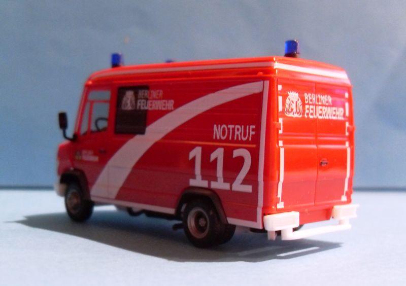 John - Meine BLAULICHTSAMMLUNG / MB Vario Kasten Berliner Feuerwehr 1:87 Sdc14315