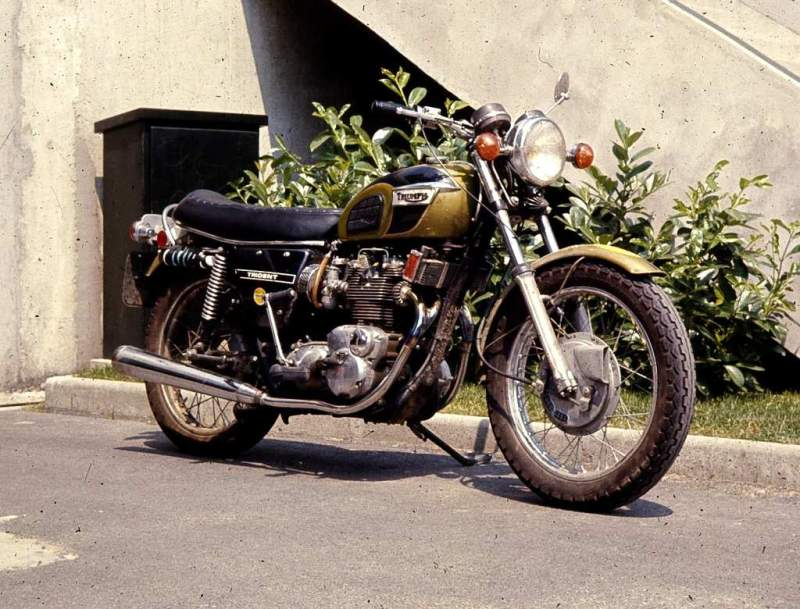 Triumph motorcycle - Page 2 1971-010
